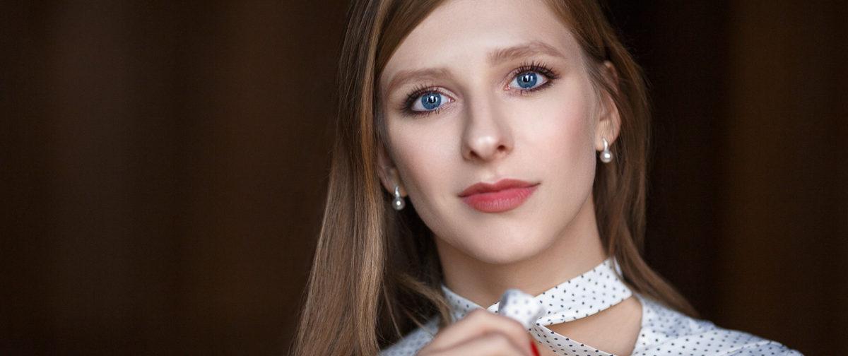Лиза Арзамасова: Раз ты записался в артисты – поддерживай