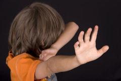 На Алтае арестована приемная мать, избивавшая семерых  детей