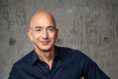 Самый богатый человек мира пожертвовал почти $100 млн фондам помощи бездомным