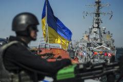 Верховная рада ввела военное положение в10 областях Украины