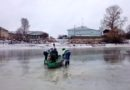 Волгоградские полицейские спасли провалившегося под лед ребенка