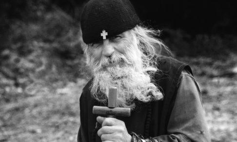 Мертвые греху и живые в Боге, мы сможем сказать: берегитесь, это не игра