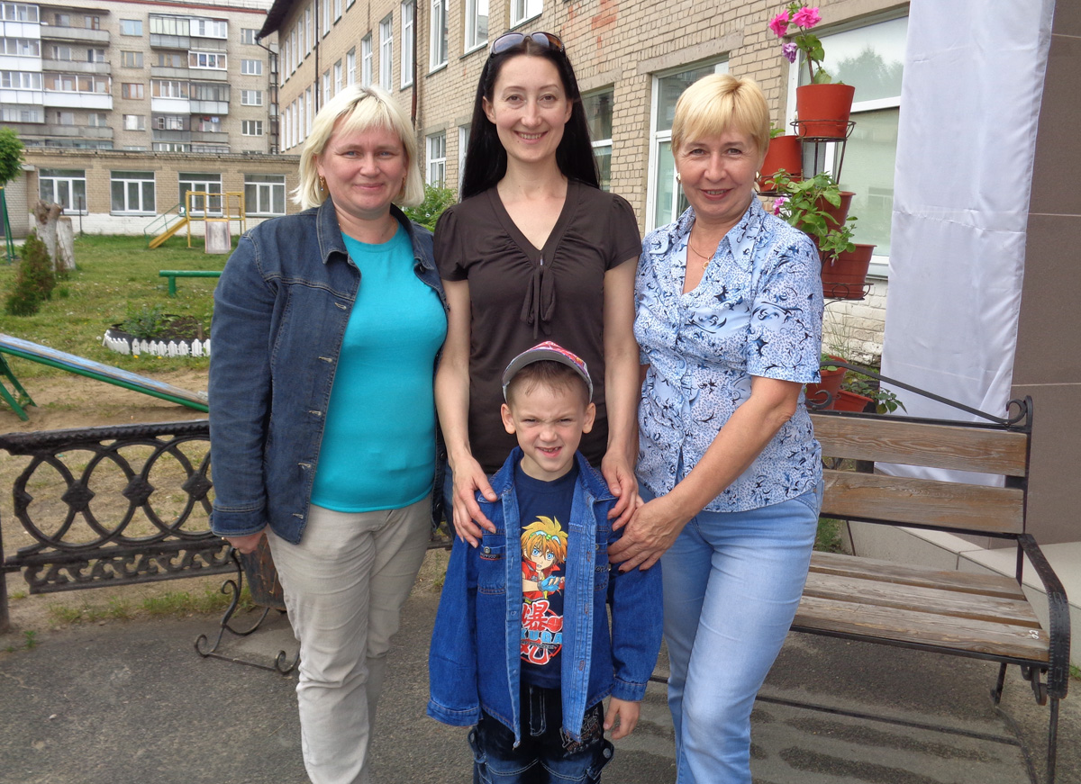 Уезжаем из детского дома на «гостевой». С подругой — приемной мамой и воспитательницей Антона