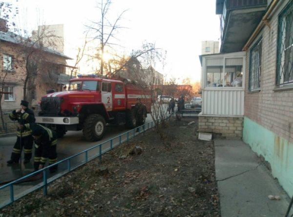 На Урале соседи выломали решетки на окнах и спасли из огня женщину с ребенком