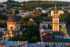 Вандалы нанесли провокационные надписи возле трех львовских храмов УПЦ