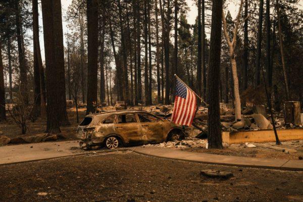 В Калифорнии бушуют самые разрушительные в истории штата пожары: Погибли более 30 человек