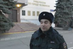 Челябинский полицейский вытащил мужчину без сознания из горящей квартиры