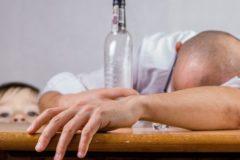 В Минздраве пообещали, что россияне станут меньше пить