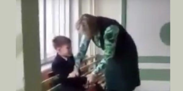 В Хабаровском крае возбудили дело после видео с учителем, избивающим ребенка