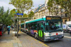 В Париже водитель автобуса высадил пассажиров, которые не уступили место инвалиду