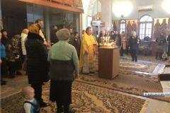 В храмах Керчи прошли службы в память о жертвах трагедии в колледже