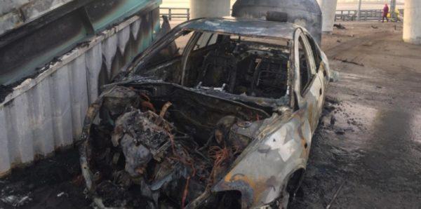 В Санкт-Петербурге полицейский спас водителя из горящего автомобиля