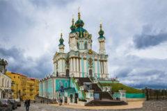 Андреевскую церковь в Киеве забросали «коктейлями Молотова»