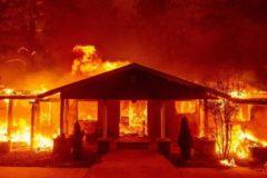Число жертв пожаров в Калифорнии возросло до 44