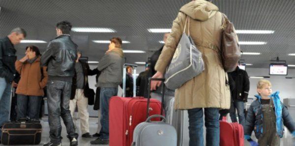Большинство россиян не хотят эмигрировать, но желающих стало больше
