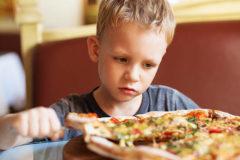 «Ничего не ест, а вместо супа просит пиццу» – как не заработать гастрит в раннем детстве