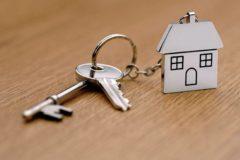 Пользователи YouTube-канала купили квартиру вологодской пенсионерке, живущей в аварийном доме