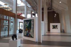 Посетительницы екатеринбургской галереи повредили картины Франсиско Гойя и Сальвадора Дали