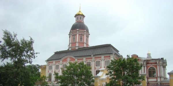Главу Санкт-Петербурга попросили передать Благовещенский храм Александро-Невской Лавре