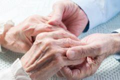 Пожилые супруги попытались покончить с собой, устав от нехватки денег