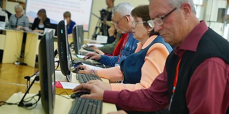 Для россиян предпенсионного возраста введут сертификаты на переобучение
