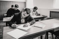 Чтобы на экзамене доказать, что ты лучший – нужно протереть стул до дыр