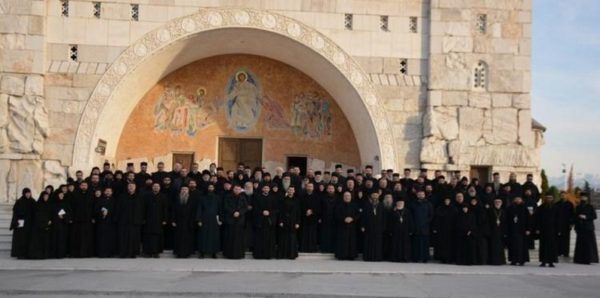 Черногория без оснований выдворяет 30 священников Сербской Православной Церкви