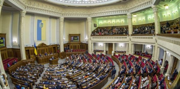 Украинские оппозиционные депутаты обратятся в Конституционный суд из-за закона о переименовании УПЦ