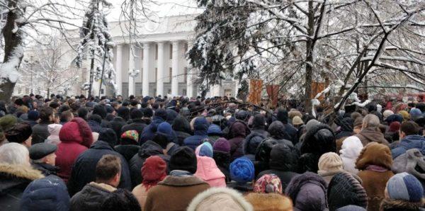 В УПЦ попросили Порошенко наложить вето на закон о переименовании Церкви