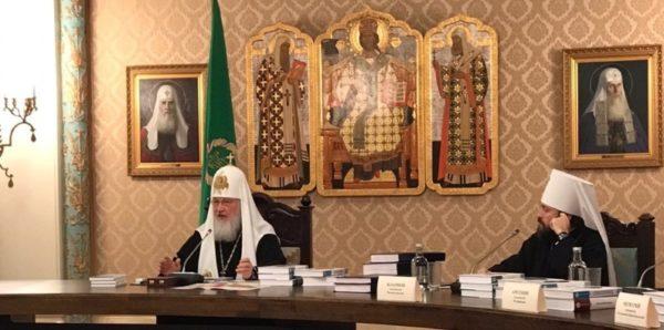 Патриарх Кирилл призвал верующих молиться за каноническую церковь на Украине
