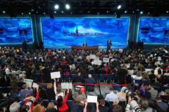 Обманутым дольщикам необходимо помочь – Путин