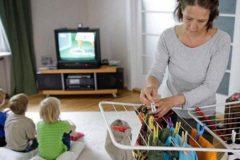 Минтруду предложили ввести алименты на содержание неработающих родителей с детьми