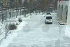 В Москве подросток пришел в школу с ножом и угрожает убить себя