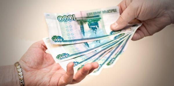 В Хабаровске пенсионерка отнесла в полицию найденные на улице 250 тыс. рублей