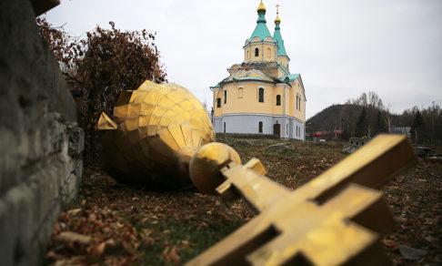 Чей-то храм уже разрушили снаряды, и многое мы можем не успеть