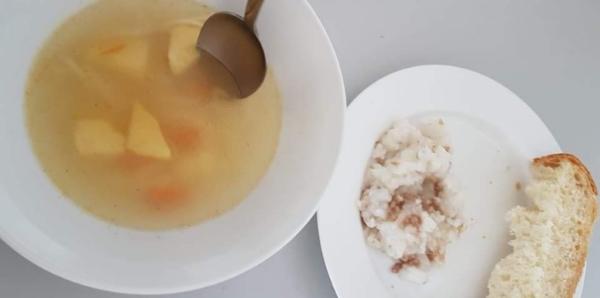 В Саратове проверят информацию о еде с червями в детской больнице