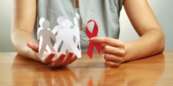 В Госдуму внесли законопроект, позволяющий людям с ВИЧ и гепатитом С усыновлять детей
