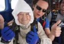 Oldest skydiver: Столетняя австралийка прыгает с парашютом ради благотворительности – видео