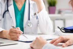 Опрос: Почти четверть медработников получала указание предлагать пациентам платные услуги