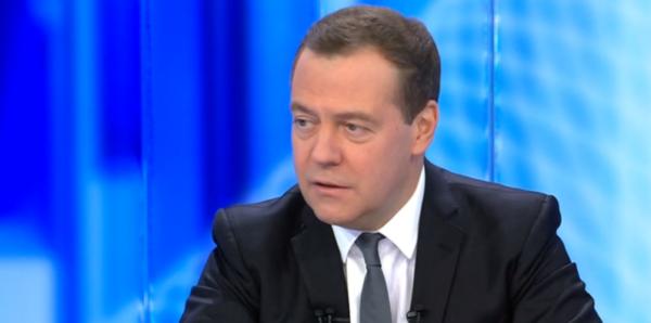 Медведев призвал не связывать с интернетом нападения подростков на школы