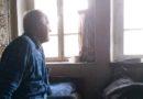 В Псковской области власти купили квартиру пенсионеру, живущему в пристройке на станции