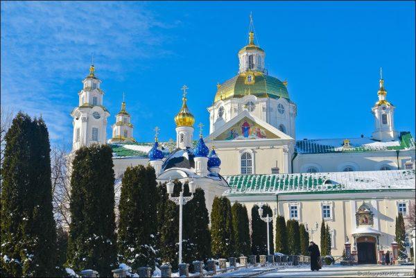 Наместник Почаевской лавры  призвал президента Украины остановить давление на УПЦ