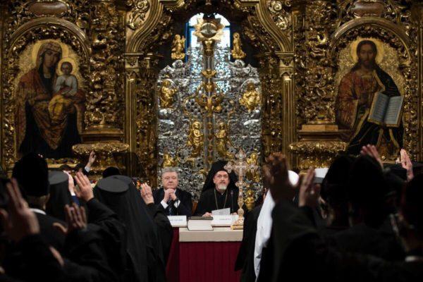 Порошенко заявил о создании Украинской поместной автокефальной православной церкви