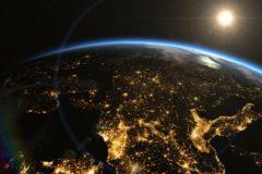 Космонавты МКС встретят Новый год 15 раз