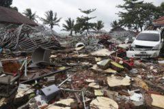 Число жертв цунами в Индонезии увеличилось до 429 человек