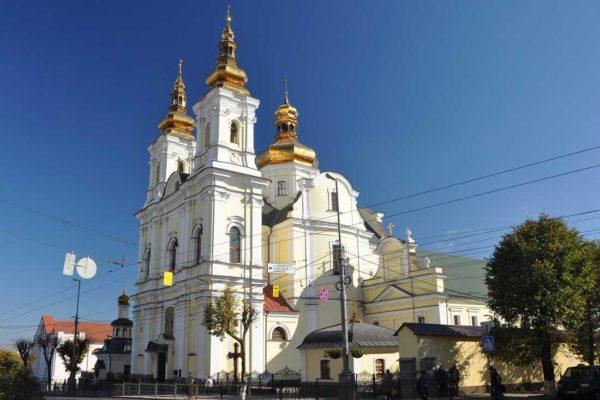 СМИ: Радикалы захватили кафедральный собор УПЦ в Виннице