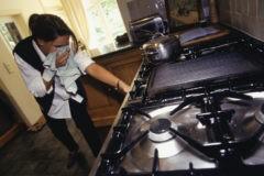 Газ взрывается. Но почему отказ от него в жилых домах – геноцид населения