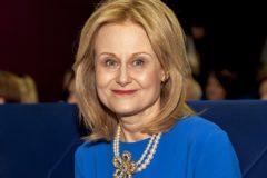 Дарья Донцова поделится опытом борьбы со страхом онкологии