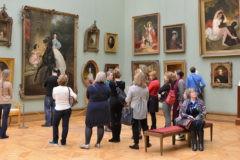 Безопасность всех российских музеев проверят после кражи картины из Третьяковки