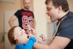 «Корью никогда не болели «нормально». Педиатр Сергей Бутрий о том, как предотвратить эпидемию